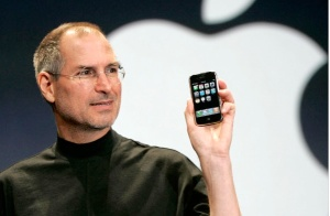 Steve Jobs with iPhone January 2007